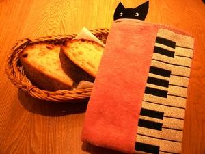猫さんとパン.jpg