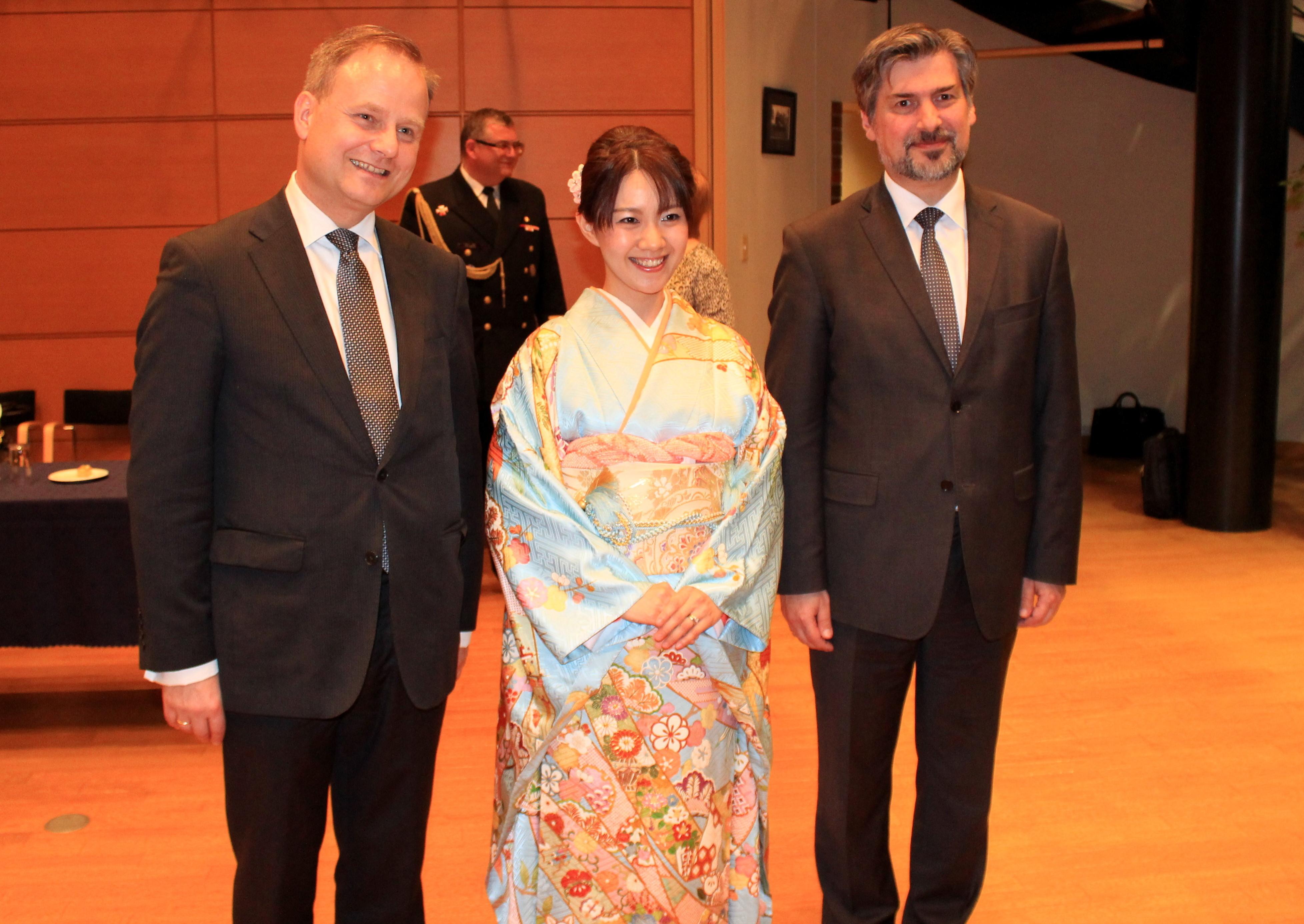 外務副大臣閣下、大使閣下と共に (ポーランド大使館)